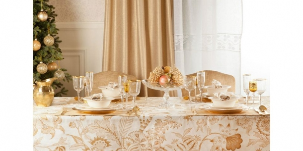 mesa de natal em dourado